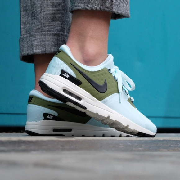 new product d4621 67863 🆕️Women s Nike Air Max Zero (Size 9)🔥